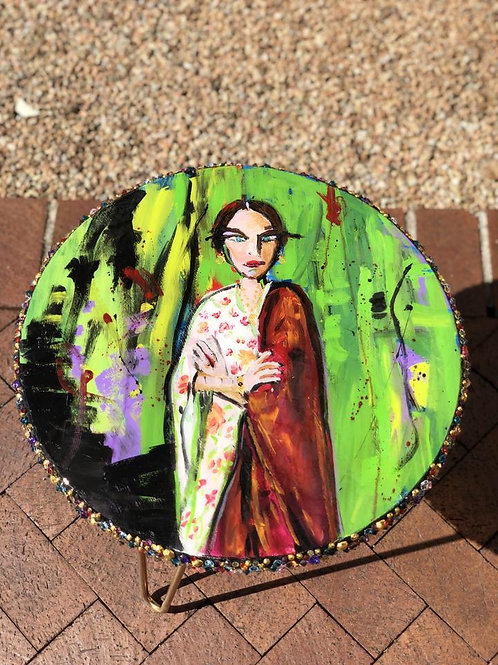 """Mujer en Verde 18"""" Table"""