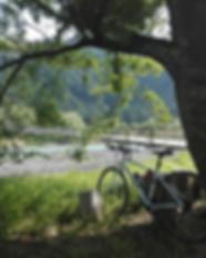 玉川で自転車.png