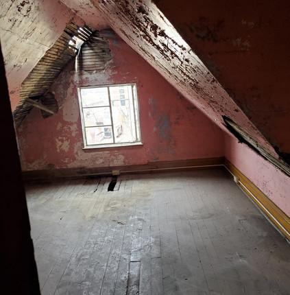 #18 attic bedrooom.jpg