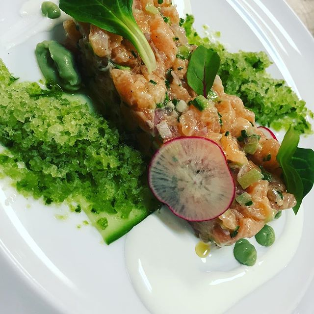 Salmon tartare with #cucumbergranita #wasabi #semelihotel #semeligroup #mykonos #mykonos2016 #thioni