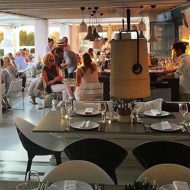 #sunset🌅 #everyday  _semelihotel live dj set #georgetsirekas #thionirestaurant #semeligroup #mykono