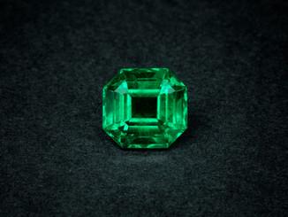 Naturfarbener no-oil Smaragd