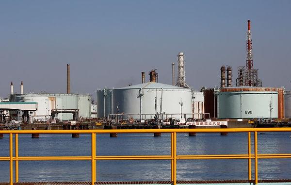 Reuters oil tank.jpg
