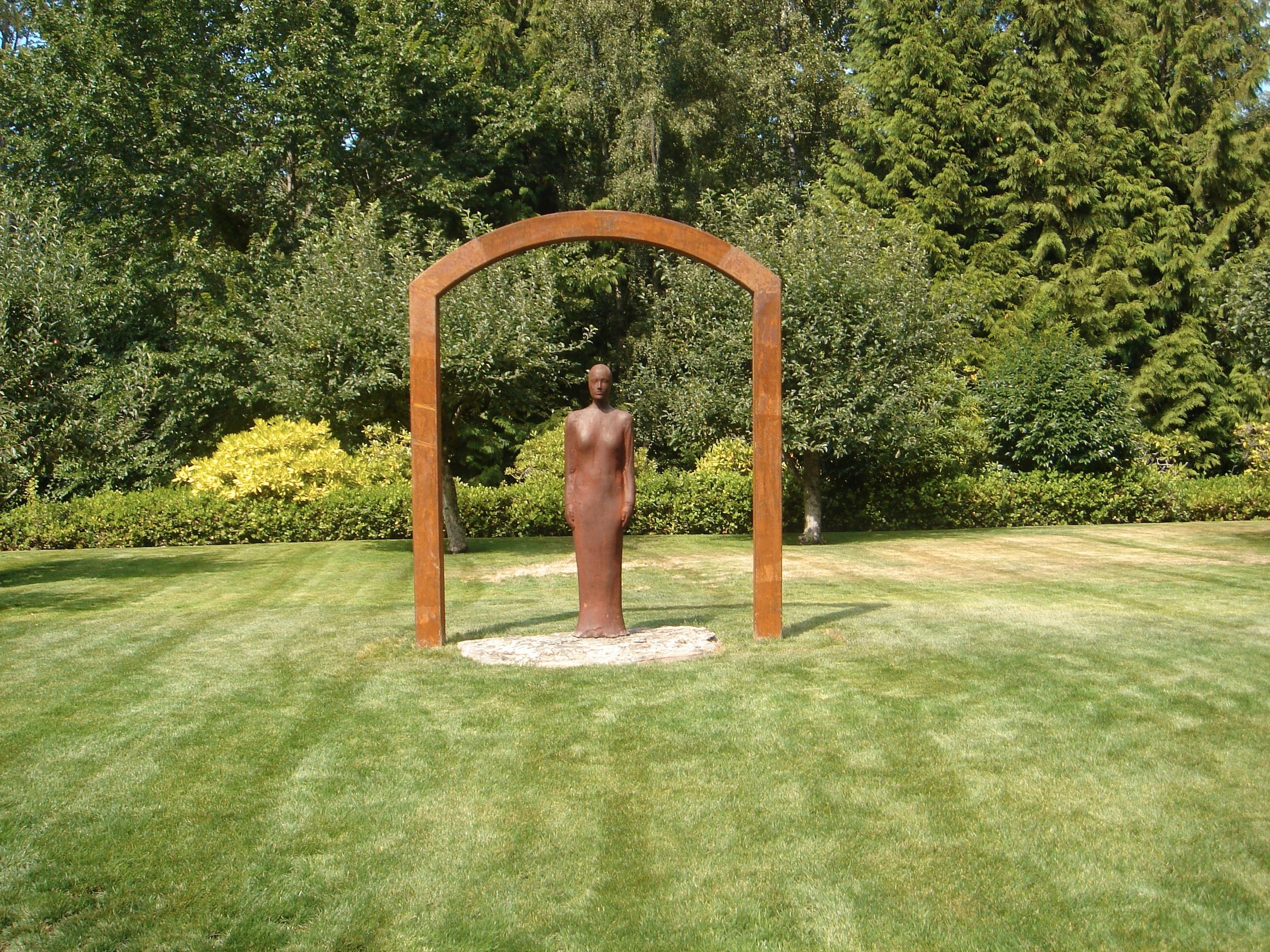 Gate.  2005.