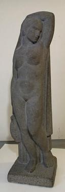 Stúlka með könnu (hoggið grágrýti) 1932 – A girl with a pitcher (sculpted basalt)