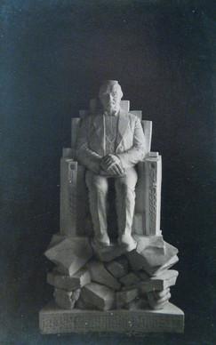 Tryggvi Gunnarson þingmaður og bankastjóri (gifs)  ein af sjö höggmyndum  að Austurstræti 16 í Reykjavík (1916). One of seven sculptures (plaster) in the present Apotek hotel at Austurstræti 16 in Reykjavík.