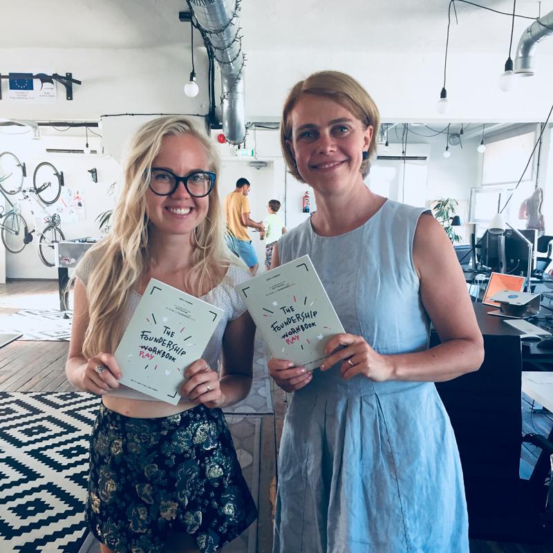 Arta Citko & Kaidi Ruusalepp with the Foundership Playbook