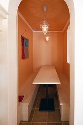 輸入住宅/住宅施工事例/リビングに隣接した隠れ家スペース。家族の気配を感じながら落着きある時間が過ごせる場。