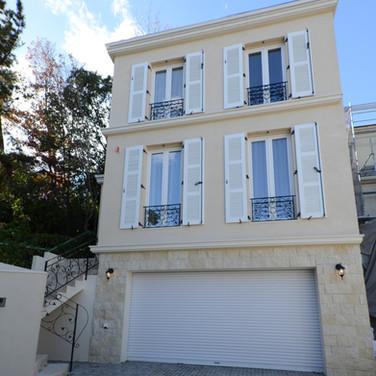 分譲住宅施工例。フランスの街並みを再現した分譲地の邸宅。