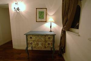 輸入住宅/住宅施工事例/モチーフが施されたフランスのコンソール。  