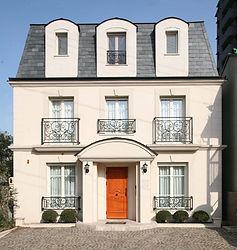 輸入住宅/住宅施工事例/玄昌石の屋根材。中世のヨーロッパの建物で採用されている屋根材。