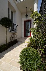 輸入住宅施工例/フランス製のアルミ製ドア。大きなガラスに模様がエッチングされた個性的なスタイル