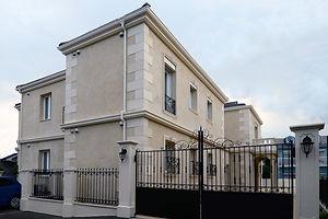 賃貸住宅施工事例。イタリア製ロートアイアンの門手摺