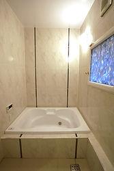 輸入住宅/住宅施工事例/フランス直輸入タイルで仕上げたバスルーム。  