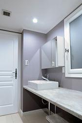 輸入住宅/住宅施工事例/高齢者世帯の洗面カウンターです。機能を優先して設けました。