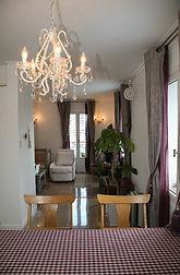 輸入住宅施工事例/パリのアパルトマンを訪ねたと思わせる、かわいらしい雰囲気のダイニング。