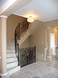 輸入住宅/住宅施工事例/大理石のステップを使った階段