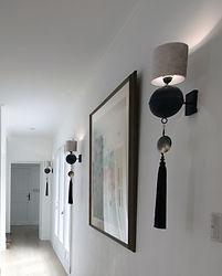 輸入住宅/住宅施工事例/絵画が引き立つ照明の演出。オランダのメーカーから取り寄せました。
