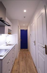 住宅施工事例。キッチンカウンターの高さは88㎝。腰をかがめなくてもよい高さで使いやすいと評判です。