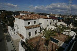 輸入住宅/住宅施工事例/フランスのばれバレルタイル(素焼き瓦)の屋根