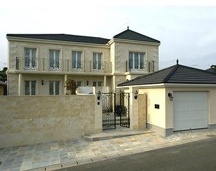 輸入住宅/住宅施工事例/ライムストーン石を建物全体に貼りつめた、フランスルネッサンス様式のシャトースタイル。