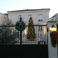 住宅施工例。クリスマスに装飾された賃貸住宅