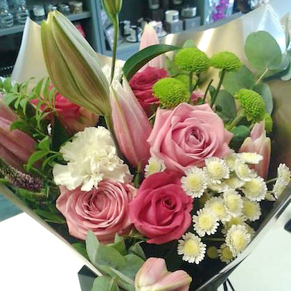Pink Rose and lily bouquet for your Valentine