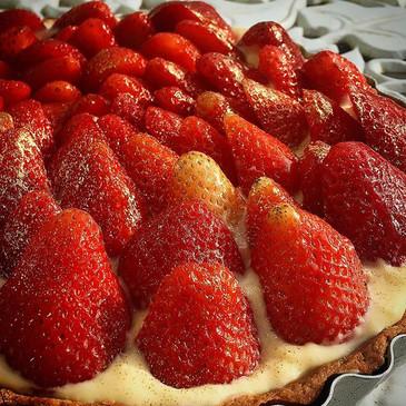 Torta de morangos🍓_._• 0% glúten_• 0% l
