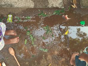 Brincar com água: fluidez, entrega e refúgio.