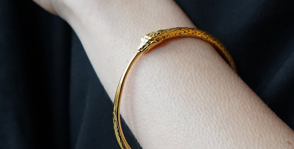 Rachel Entwistle gold snake bangle