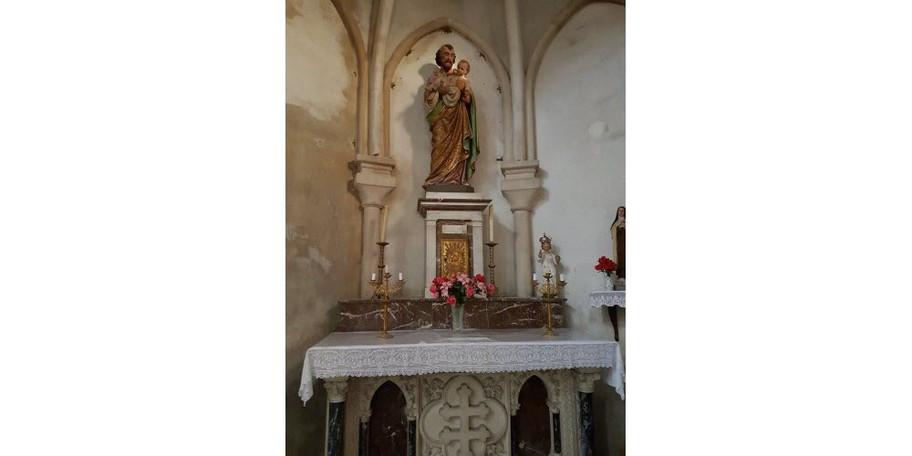 un-autel-lateral-est-dedie-a-saint-josep