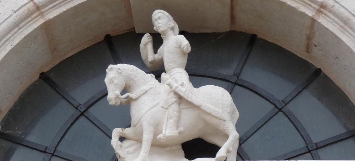 statue de pierre église Pient