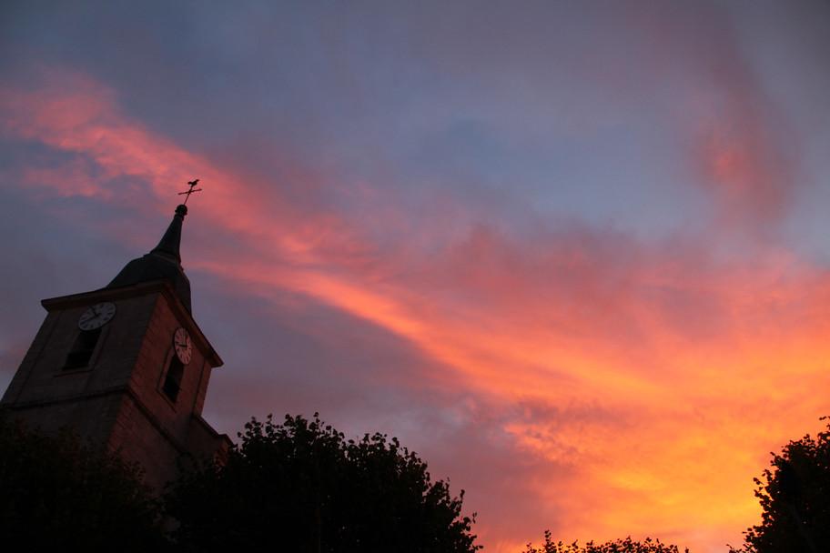 Ciel et clocher à l'Aube