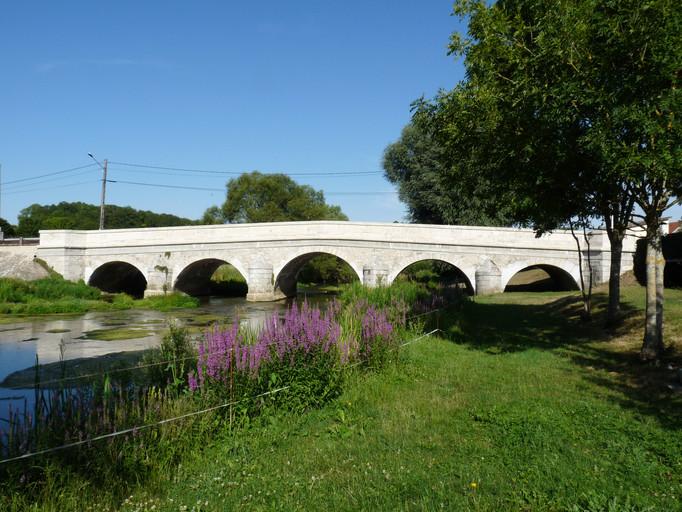 Pont entrée du Village