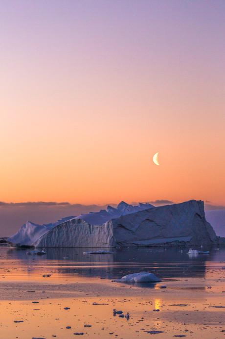 Lemaire Channel, Antarctica 07.jpg
