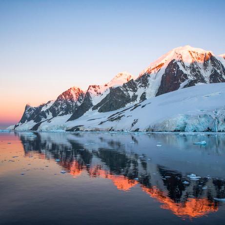 Lemaire Channel, Antarctica 12.jpg