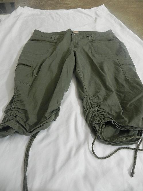 KHAKI GREEN CARGO CAPRI PANTS