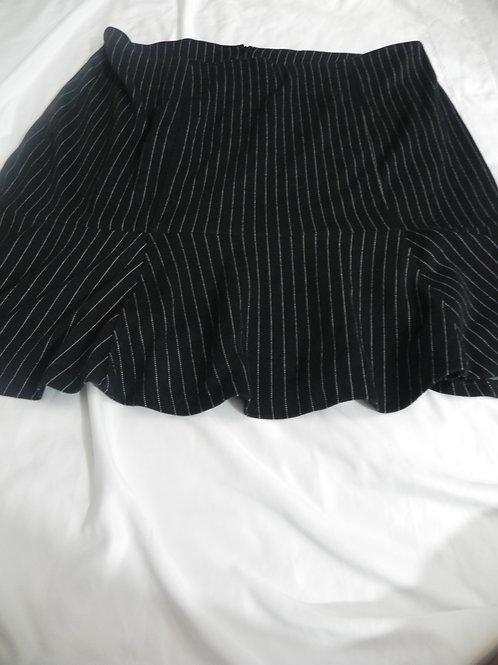 BLACK/WHITE PINSTRIPE SHORT SKIRT