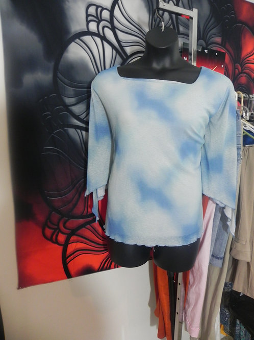 LIGHT BLUE BELL SLEEVE TOP
