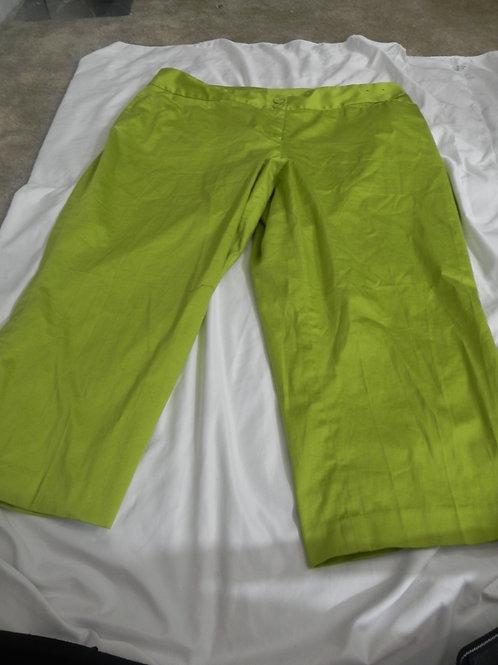 LIME GREEN CAPRIS
