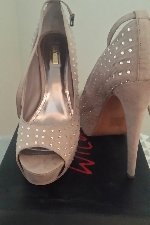 Nude Peep Toe Pump