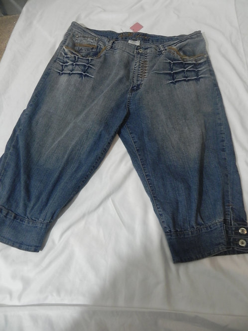 JEAN WALKING SHORTS