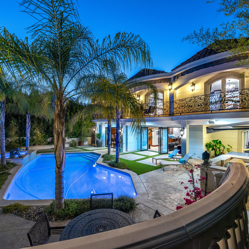 Back pool area