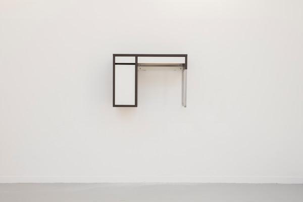 composition en noir et blanc (desk), vue dans l'exposition Still life, 2019