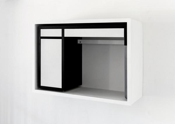 composition en noir et blanc (desk), version d'origine avec cadre en bois peint en blanc, vue dans l'exposition HM SWT HM, 2017