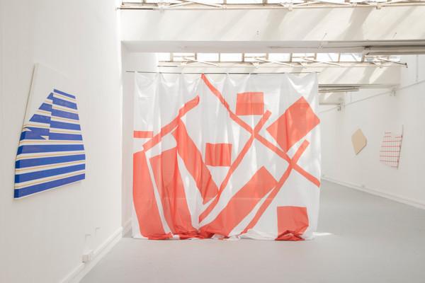 sheets #5 #1 et #4 dans l'exposition Still life, 2019