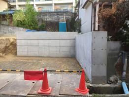 基礎工事着工。コンクリート一体打ちです。