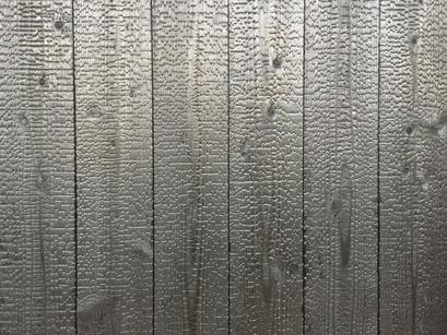 外壁工事、真っ黒な焼杉板張り!