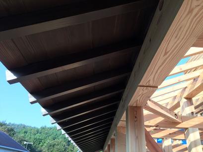 垂木、広小舞、化粧野地板。屋根仕舞です。