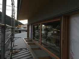 外部の木製建具、入ってます。